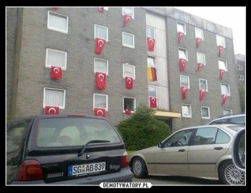 Dzień Flagi u Adolfiny.