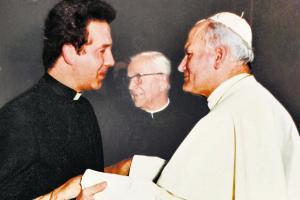 Welt.de Swąd szatana.Der-junge-Tomasz-Turowski-mit-Papst-Joha